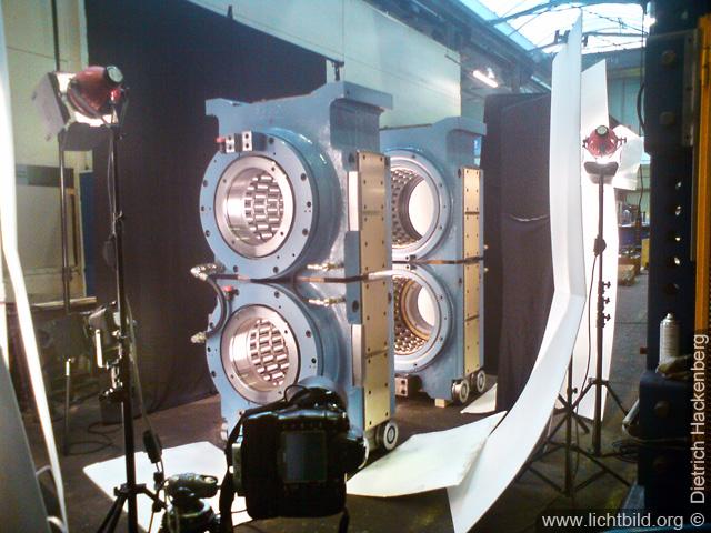 Handyfoto meines Lichtaufbaus in einer Industriehalle Beispiel zu Praxis - Mit Licht gestalten