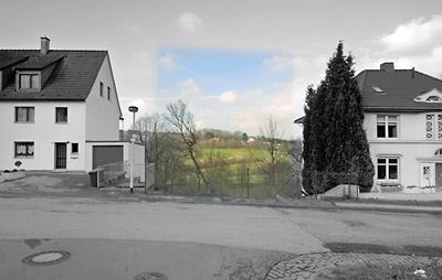 Ein trauriger Erinnerungsort: In der Unteren Wernerstraße in Solingen klafft eine Lücke. Hier stand das Haus der Familie Genç, das 29. Mai 1993 einem ausländerfeindlichem Brandanschlag zerstört wurde. Fünf Mitglieder der Familie kamen in den Flammen ums Leben. © Dietrich Hackenberg