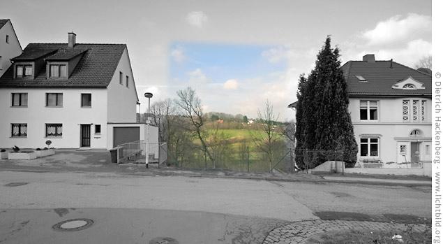 In der Unteren Wernerstraße in Solingen klafft eine Lücke. Hier stand das Haus der Familie Genç, das 29. Mai 1993 einem ausländerfeindlichem Brandanschlag zerstört wurde. Fünf Mitglieder der Familie kamen in den Flammen ums Leben. © Dietrich Hackenberg