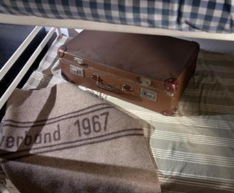 Koffer in der nachgestellten Unterkunft - Dokuzentrum der Landesstelle Unna-Massen. Foto © Dietrich Hackenberg