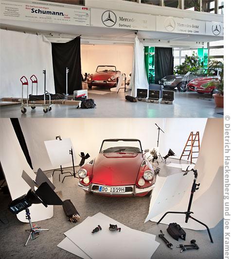 Oldtimer fotografiert in einem Automuseum. Vor Ort wird ein mobiles Studio errichtet. Ein Raum wird dazu rundum mit weißen Papierhintergründen und schwarzen Hintergrundstoffen abgehängt. Der Boden mit weißem Depron (dünnem Styropor) komplett ausgelegt. © Dietrich Hackenberg und Joe Kramer