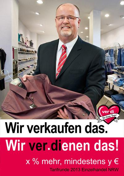 """Verdi Plakat der Kampagne  """"Wir ver.dienen das!""""<br />Der Verkäufer und Betriebsrat eines Kaufhauses. Foto © Dietrich Hackenberg"""