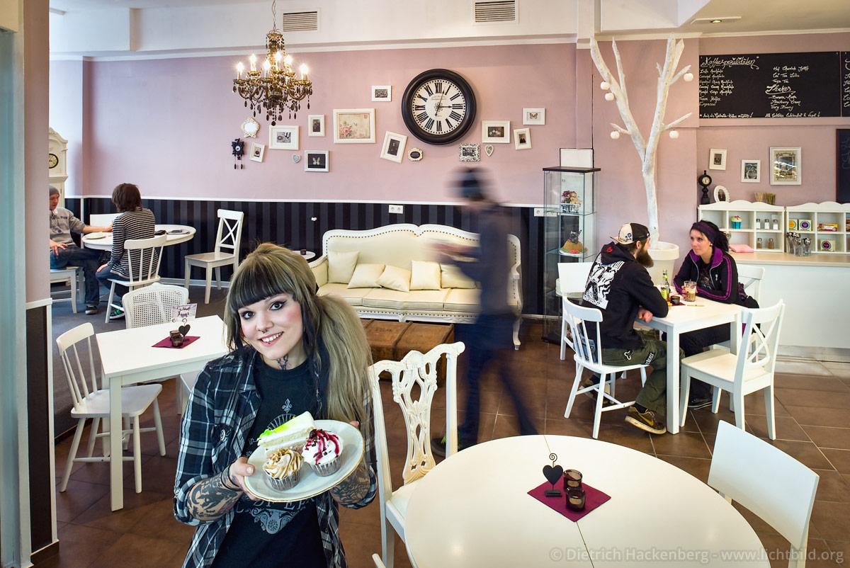 Cakes n Treats Café - Die Betreiberin des veganen Restaurants im Brückcenter Dortmund. Foto © Dietrich Hackenberg