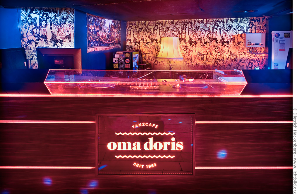 Tanzcafé Oma Doris - DJ-Pult. Foto © Dietrich Hackenberg