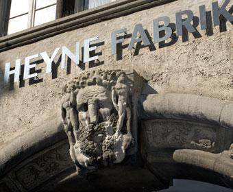 Steinmetzarbeit Heyne Fabrik. Foto Dietrich Hackenberg