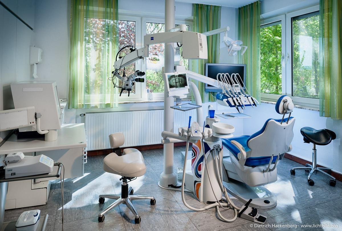 Behandlungszimmer Zahnarztpraxis. Foto Dietrich Hackenberg