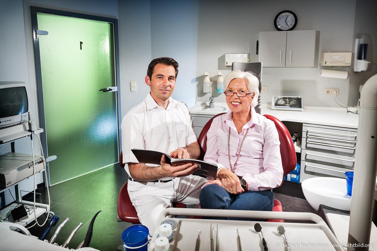 Beratungsgespräch Zahnarztpraxis. Foto Dietrich Hackenberg