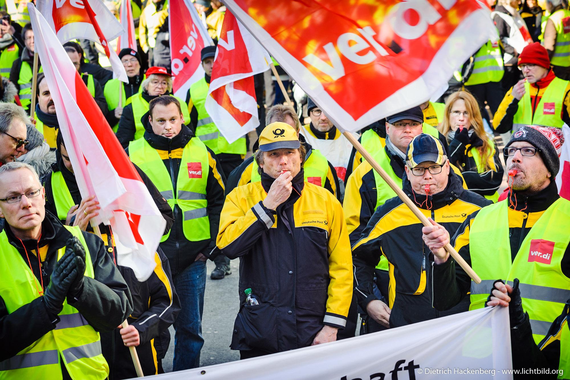 Streikveranstaltung verdi in Dortmund zur Tarifverhandlung der Post AG am 22.02.2018. Foto Dietrich Hackenberg