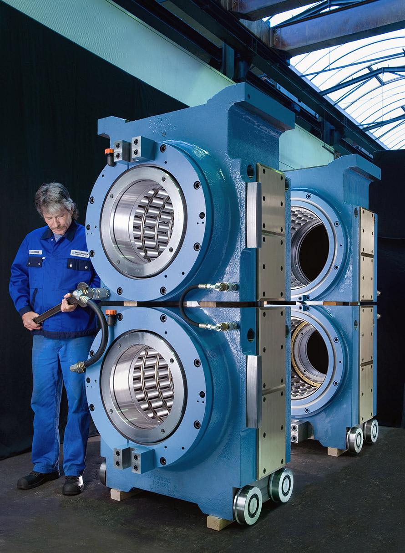 Glänzende Maschinenteile in der Produktionshalle. © Dietrich Hackenberg