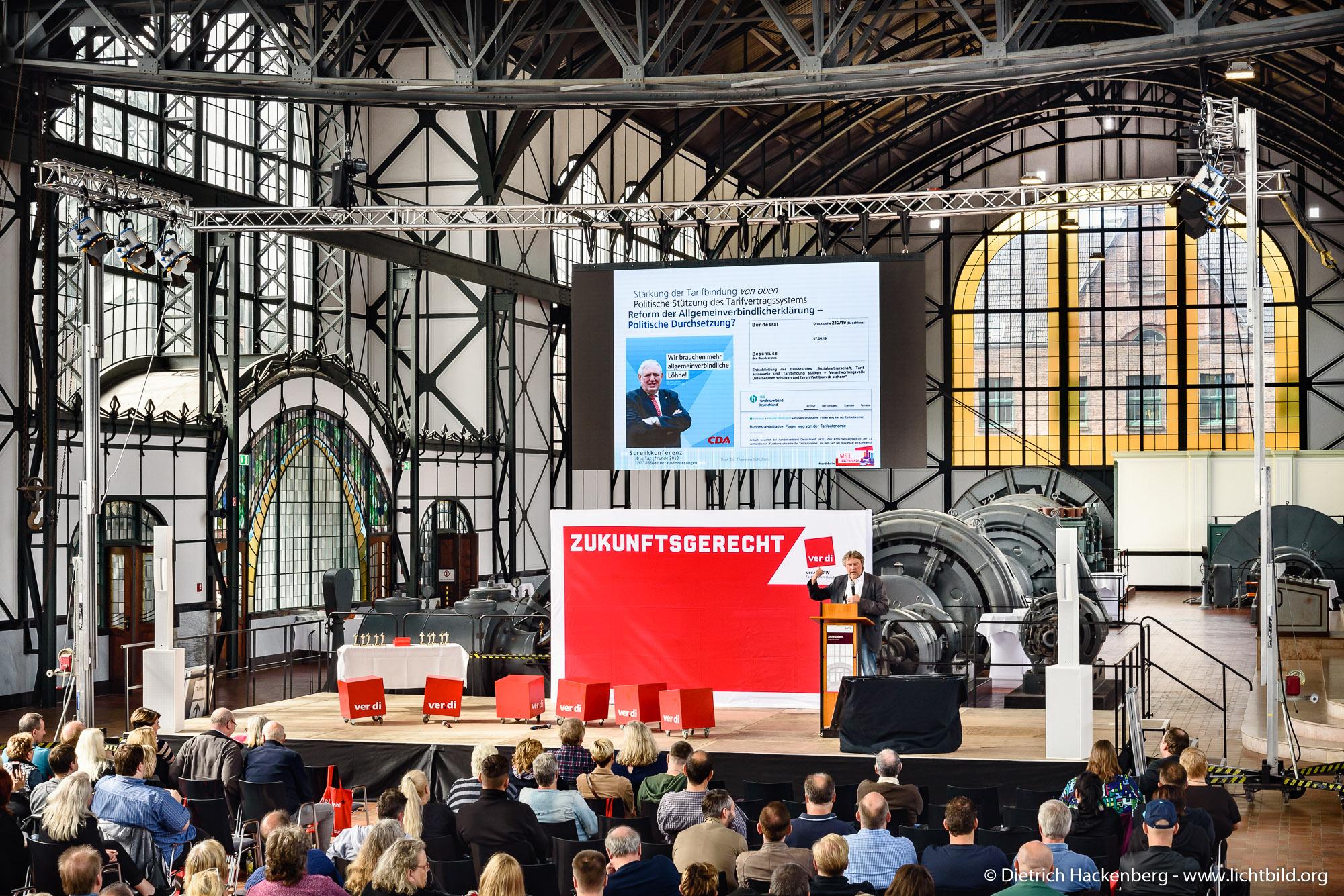 Prof. Dr. Thorsten Schulten. ver.di Handel NRW Streikkonferenz am 13.09.2019 in der Maschinenhalle der Zeche Zollern in Dortmund. Foto © Dietrich Hackenberg