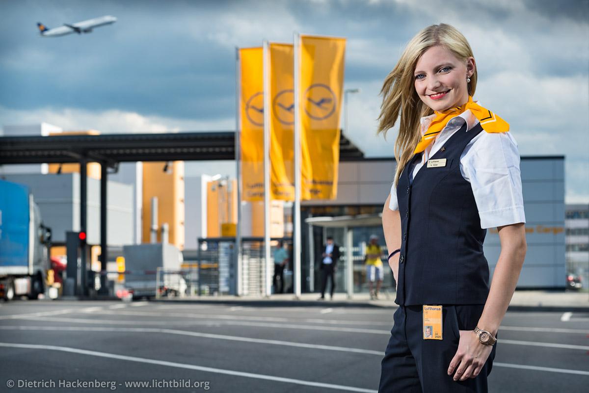 Lufthansa Cargo Mitarbeiterin. Foto © Dietrich Hackenberg