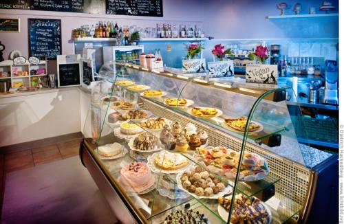Cakes n Treats Café - Vegane Kuchentheke. Foto © Dietrich Hackenberg