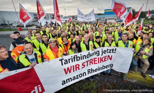 Mitarbeiter aus Rheinberg und Werne. Verdi amazon Streik in Werne am 24.09.2014. © Dietrich Hackenberg - www.lichtbild.org