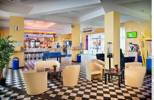 A&O Hotel Dortmund, Empfangshalle. Foto © Dietrich Hackenberg