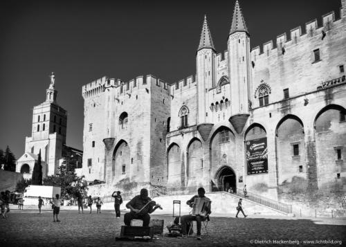 Der Papstpalast zu Avignon, Frankreich (frz. Palais des Papes) war zwischen 1335 und 1430 die Residenz verschiedener Päpste und Gegenpäpste. Foto © Dietrich Hackenberg