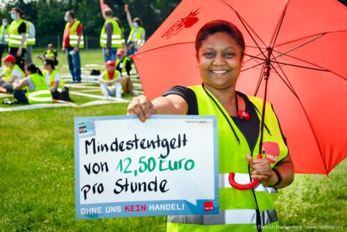 ver.di-Handel Warnstreik vor Edeka-Zentrale Moers. Foto Dietrich Hackenberg