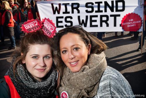 Streikveranstaltung verdi Erzieherinnen in Düsseldorf. Foto Dietrich Hackenberg