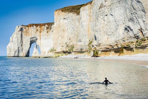 Manneporte und die Aiguille (Nadel). Kalkfelsen Etretat, Normandie. Foto © Dietrich Hackenberg