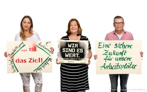 Bundestarifkommissionsmitglieder Galeria Karstadt Kaufhof mit Spruchplakaten 2020. Foto Dietrich Hackenberg