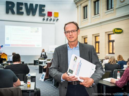 Fachhearing Gesundheitsmanagement und Gesunde Arbeit im Einzelhandel. Berndfried Dornseifer, REWE Personalchef. Foto Dietrich Hackenberg