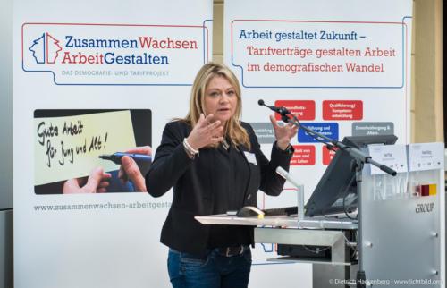 Verankerung von Entlastungs- und Referiert über: Entspannungsübungen durch Gesundheitsmultiplikatoren – am Beispiel der REWE Markt GmbH Region Süd. Foto Dietrich Hackenberg