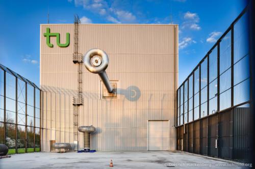 HGÜ-Testzentrum Dortmund - Hallenfront tu Dortmund. Foto Dietrich Hackenberg