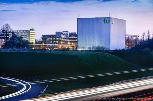 HGÜ-Testzentrum Dortmund mit TU und B1 - tu Dortmund. Foto Dietrich Hackenberg