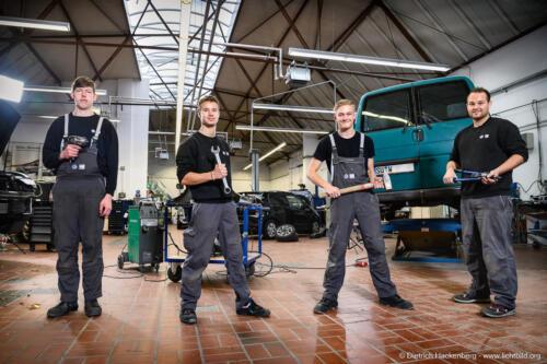 Auszubildender. Karosseriebau, Brüh - Kollegen. Foto © Dietrich Hackenberg