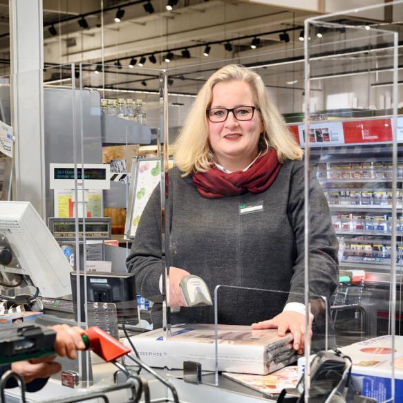Mitarbeiterin bei Marktkauf Münster. Foto © Dietrich Hackenberg