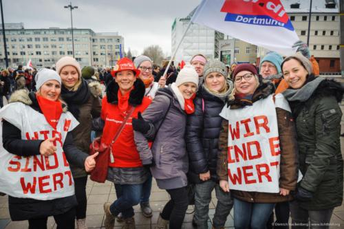 Streikende der Kita Beurhausstrasse Dortmund. Foto © Dietrich Hackenberg