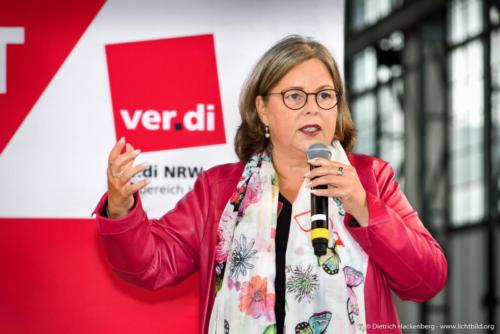Stefanie Nutzenberger, Vorstandsmitglied ver.di. ver.di Handel NRW Streikkonferenz am 13.09.2019 in der Maschinenhalle der Zeche Zollern in Dortmund. Foto © Dietrich Hackenberg