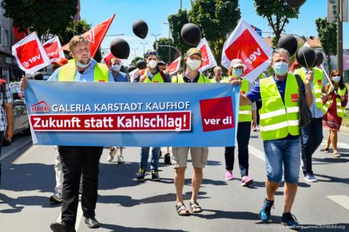 Zukunft statt Kahlschlag - verdi Handel NRW Demonstration gegen Schließung der Karstadt-Kaufhof Filialen in Dortmund - Zukunft statt Kahlschlag. Foto © Dietrich Hackenberg