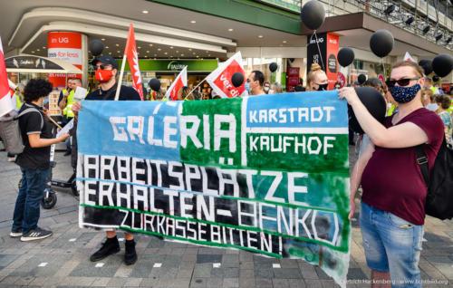 Arbeitsplätze erhalten - Benko zur Kasse bitten - verdi Handel NRW Demonstration gegen Schließung der Karstadt-Kaufhof Filialen in Dortmund. Foto © Dietrich Hackenberg