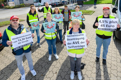 ver.di Handel NRW Streikversammlung und Zug zur Edeka-Verwaltung in Moers am 30.09.2021. Foto Dietrich Hackenberg