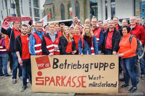 Zum ersten Mal streikende der Sparkasse Westmünsterland. verdi Streikveranstaltung Öffentlicher Dienst, Dortmund am 10.04.2018. Foto Dietrich Hackenberg