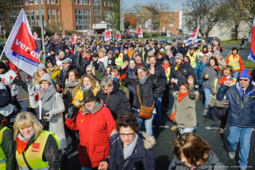 Streikzug zum Friedensplatz beim Warnstreik des öffentlichen Dienstes am 20.03.2018. Foto © Dietrich Hackenberg